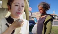 Nhìn thấy Kim Ngân lang thang đơn độc ngoài đường, Thúy Nga khóc thương cho số kiếp của đàn chị